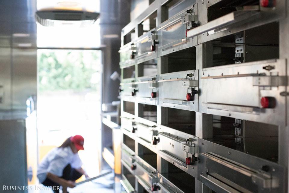 Cận cảnh robot làm pizza của startup sắp được rót vốn 750 triệu USD - Ảnh 15.