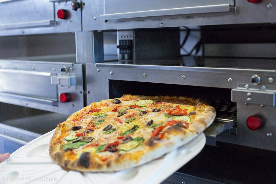 Cận cảnh robot làm pizza của startup sắp được rót vốn 750 triệu USD - Ảnh 17.