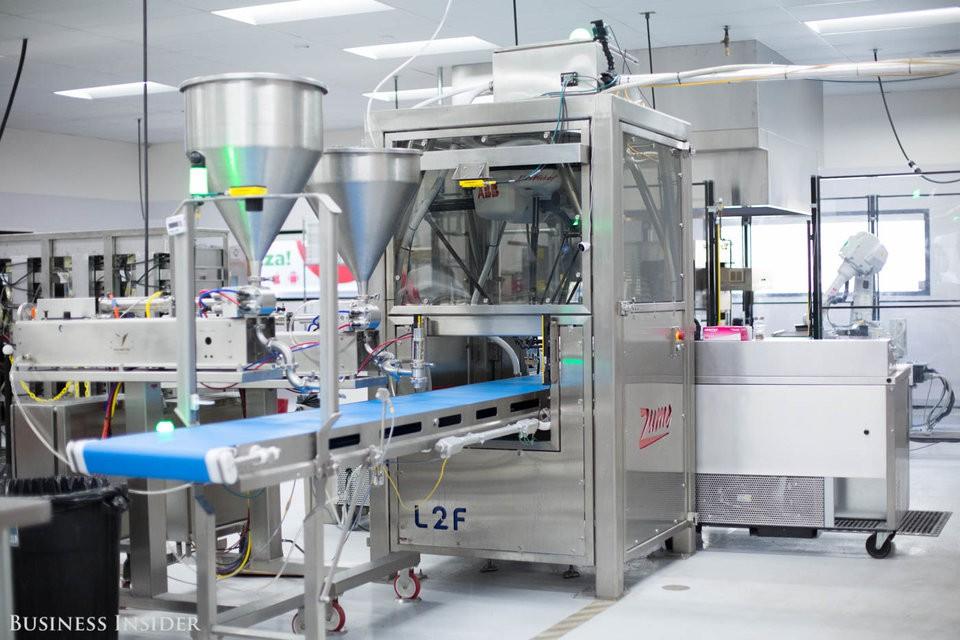 Cận cảnh robot làm pizza của startup sắp được rót vốn 750 triệu USD - Ảnh 5.